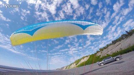 海边飞翔动力伞