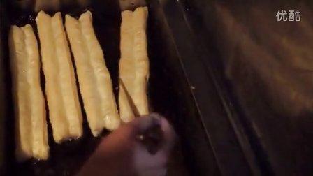 【经典】逍遥镇胡辣汤郑州王师傅千层饼酱香饼手抓饼的做法包子油条油馍头油饼的做法