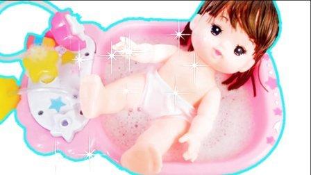宝宝洗澡沐浴发现新奇玩具娃娃洗澡过家家