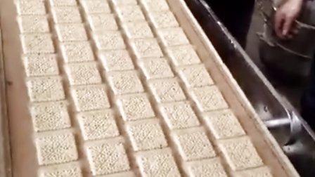 上海奎宏食品机械厂小型酥性饼干成型机试机