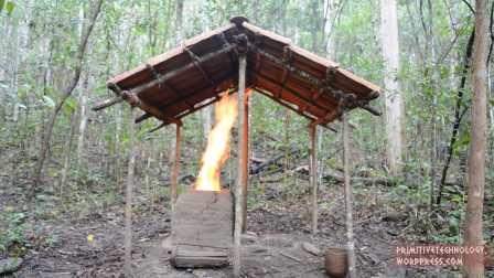 【冯导】荒野求生,牛人用最原始技术打造桶形瓷砖棚