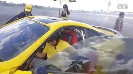 Leona Chin 利念娜 和 GiTi 佳通轮胎 在 泰国飘移表演