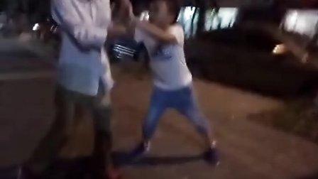 【狼少实拍】两个熊孩子打架