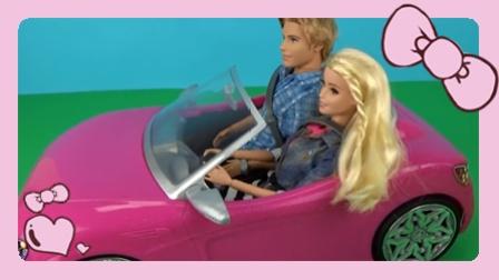 小不点的玩具 2016 芭比娃娃的敞篷车 芭比开车带着肯去游玩   亲子过家家玩具视频 芭比娃娃的敞篷车