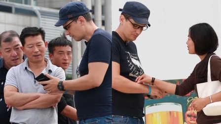 俄罗斯小伙用难以回答的问题恶搞中国路人 41