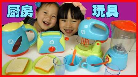 小豬佩奇玩廚房玩具榨汁機變出鼻涕蟲