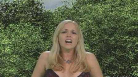 奇葩美女巨人的进击搞笑视频