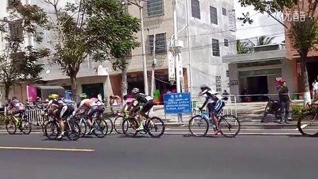 2016海南环岛自行车赛通过陵水黎族自治县本号镇