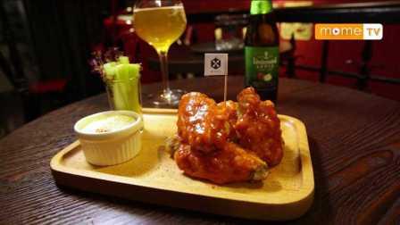【YummyMome】吃货在澳门 | 澳门美食:水牛城炸鸡翅|水牛芝士|西芹条|水蜜桃威士忌特饮|鸡尾酒|MUGS酒吧