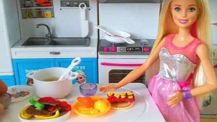 芭比娃娃第一次做菜吓跑小猪佩奇