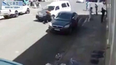 监控实拍:女子过马路被撞飞数十米 惨遭碾压...