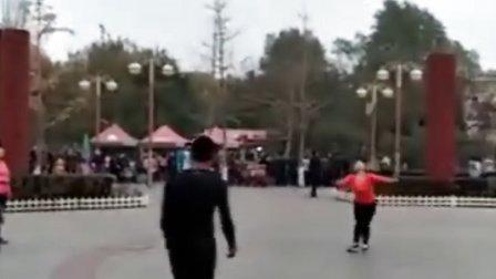 北京高手幺妹和太原高手尧尧!二威精彩踢毽