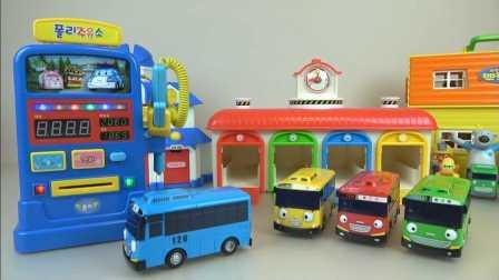超级飞侠 公交车在加油站排队加油