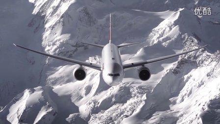 瑞士航空77W在阿尔卑斯山群峰中翱翔