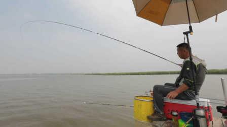 《游钓中国》第二季第26集 探钓内蒙哈素海 现场演示刺鱼手法