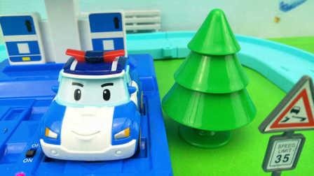 变形警车珀利 珀利的环形赛道和环保充电站