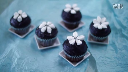 棉花糖巧克力杯子蛋糕 Snowdrop-Decorated Rich Chocolate Cupcakes