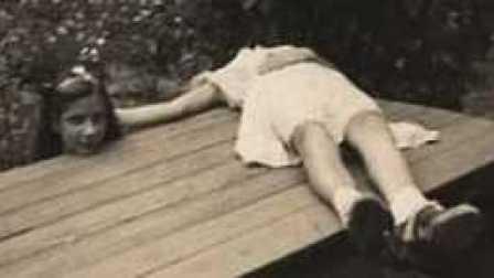 身体与头分离的小女孩 两个男人在电线杆上嘴对嘴 盘点那些奇葩照片