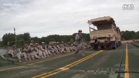 美军架设浮桥