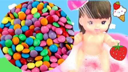 小猪佩奇彩色糖果洗澡发现惊喜玩具