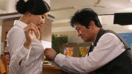 花样美男勾引身材惹火的美女老师 师生恋各种吻戏太精彩 韩国电影