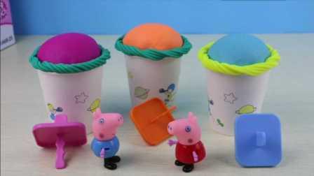 奇趣蛋 佩奇和乔治一起拆奇趣蛋 佩佩猪玩具视频