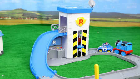变形警车珀利 垂直升降停车场 托马斯小火车 赛车总动员 麦昆