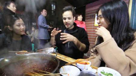 【吃货老外】歪果仁挑战重庆街头美食