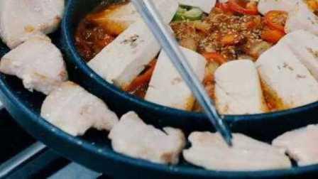 """名厨教你做韩国人气料理""""泡菜豆腐"""""""