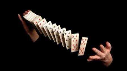 魔术教学:像赌神一样拉牌在空中