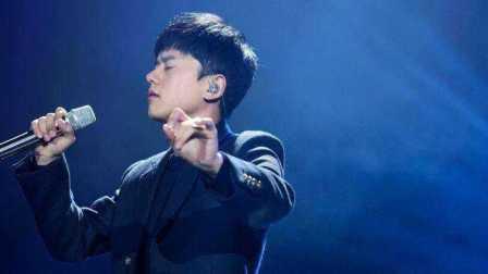 《歌手》张杰挑战自我 跪地演绎《默》感人至深