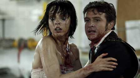 速看恐怖片《死亡录像3》丧尸袭击 性感新娘用电锯劈开一条血路 10
