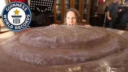 """【极酷花园】""""直径1.24米""""『最大佳发蛋糕』英国2017年【吉尼斯纪录】"""