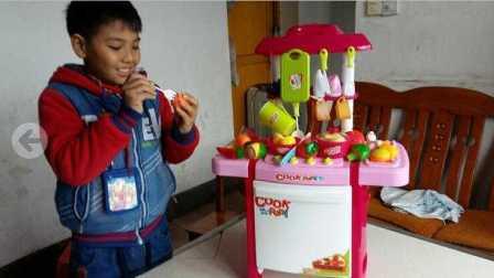 亲子互动益智玩具258 贝恩施过家家厨房玩具 男孩女孩做饭煮饭厨具餐具儿童玩具 宝宝认知蔬菜水果切切乐 小猪佩奇玩咕噜咕噜吐泡泡的厨房做饭玩具故事