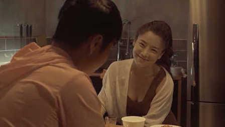 韩国电影纵观 《热情的邻居》 老婆不在家 老司机去女邻居家做客