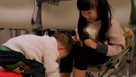 孩事儿丨二胎该怎么带:暖心弟弟给傲娇姐姐洗脚!