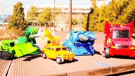 变形金刚之救援汽车人 第四季 变形金刚:救援机器人 2017玩具 动画继续讲述汽车人首领擎天柱与热浪 刀锋等部队成员和威震天