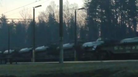 大量的北约装甲车辆从火车运往拉脱维亚   导向新闻