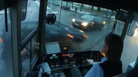 【嗅君葩闻】这反应也太平静了!白俄罗斯电车女司机与轿车相撞丝毫没有闪躲 第九季177