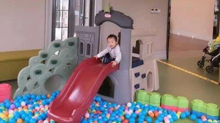 儿童游乐场 儿童滑滑梯 玩海洋球(宝宝2岁啦)