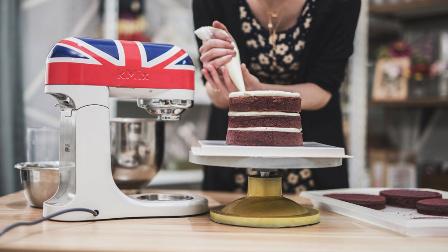"""她做了个""""宝石""""蛋糕,看完发现以前的生日蛋糕都白吃了"""
