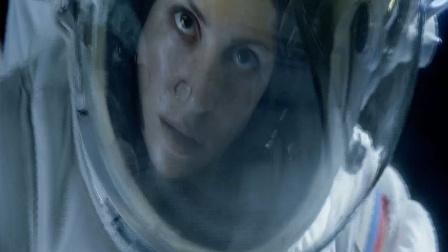 惊悚恐怖大片《异星觉醒》片段,女宇航员遇险溺水!