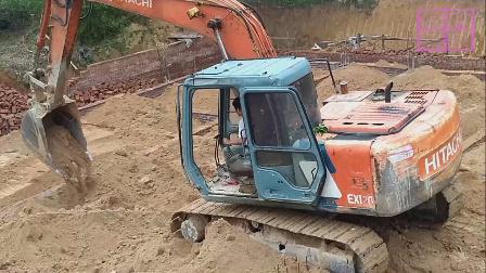 挖土机工作视频表演 挖掘机平整地基!牛!