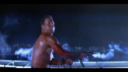 虎胆龙威1: 威利斯救助了楼顶撤离的群众, 自己却被当成成恐怖分子!