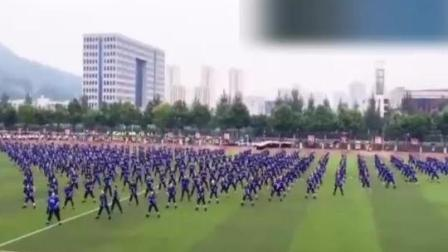 这就是传说中别人家的学校, 几百人一起嗨的《bang bang bang》, 简直太爽了!