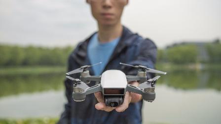 """大疆""""晓""""SPARK掌上无人机快速体验「WEIBUSI 出品」"""