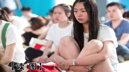 """浙江: 杭州办""""千人发呆""""大赛 美女大长腿吸睛"""