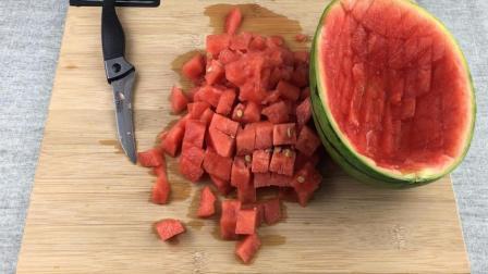 """只需一把小刀, 就能取出整个""""西瓜果肉""""还只需1分钟!"""