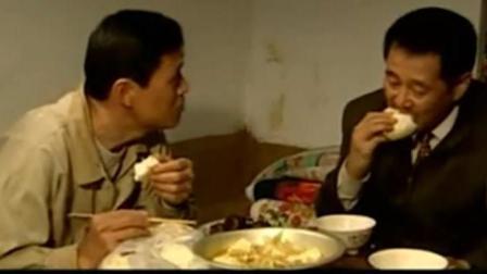 赵本山范伟白菜豆腐炖菜就着散白交心, 喝着喝着喝哭了!