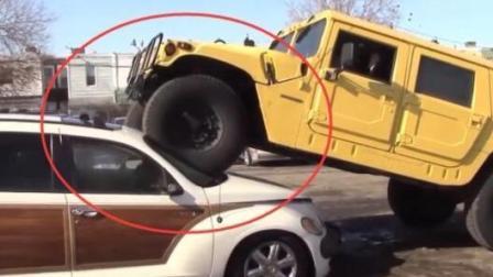 大家一定不要惹悍马汽车司机, 不然你的车可能被压得稀碎!